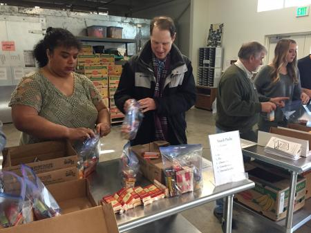 Ron visits Oregon hunger-fighting programs with good news on charitable deductions